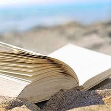 libro-caduto-nella-sabbia